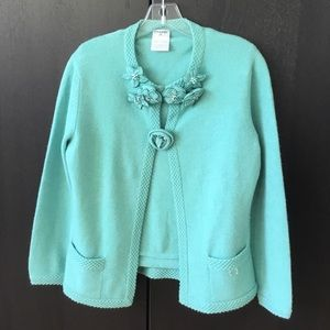 CHANEL gorgeous cashmere set with 7 Flowers Pins.